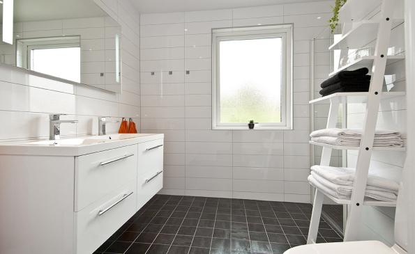 Inredning gillestuga källare : Välplanerad 1-plansvilla med källare - Livsrum Fastighetsförmedling