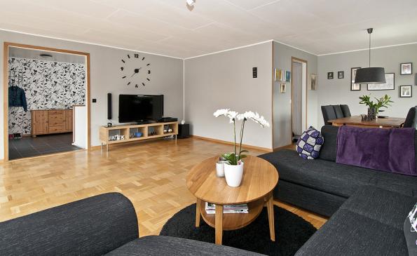 Välplanerad 1-plansvilla med källare - Livsrum Fastighetsförmedling : källare vardagsrum : Vardagsrum