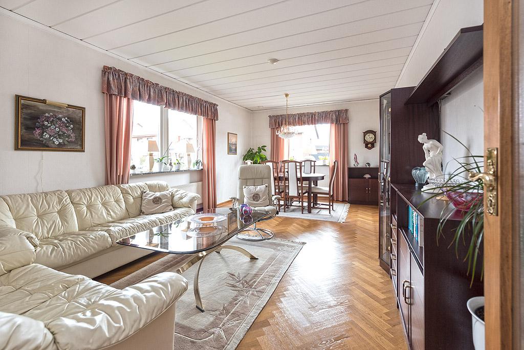 Mycket välskött 1-planshus med källare på barnvänliga Kungshälla ...